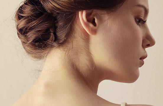 peigne à cheveux ornée de strass
