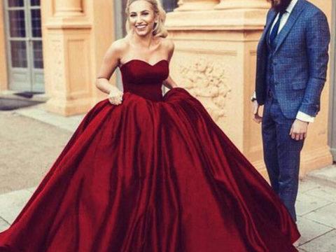 robe de mariée princesse rouge bustier coeur