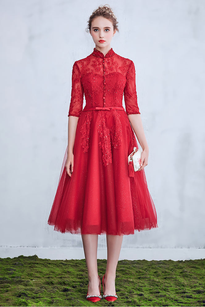 robe de mariée mi-longue rouge col haut en dentelle appliquée à manche courte