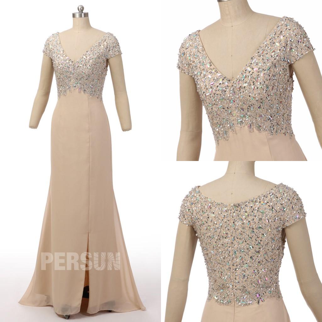 robe de soirée longue champagne col v avec manche courte ornée de bijoux