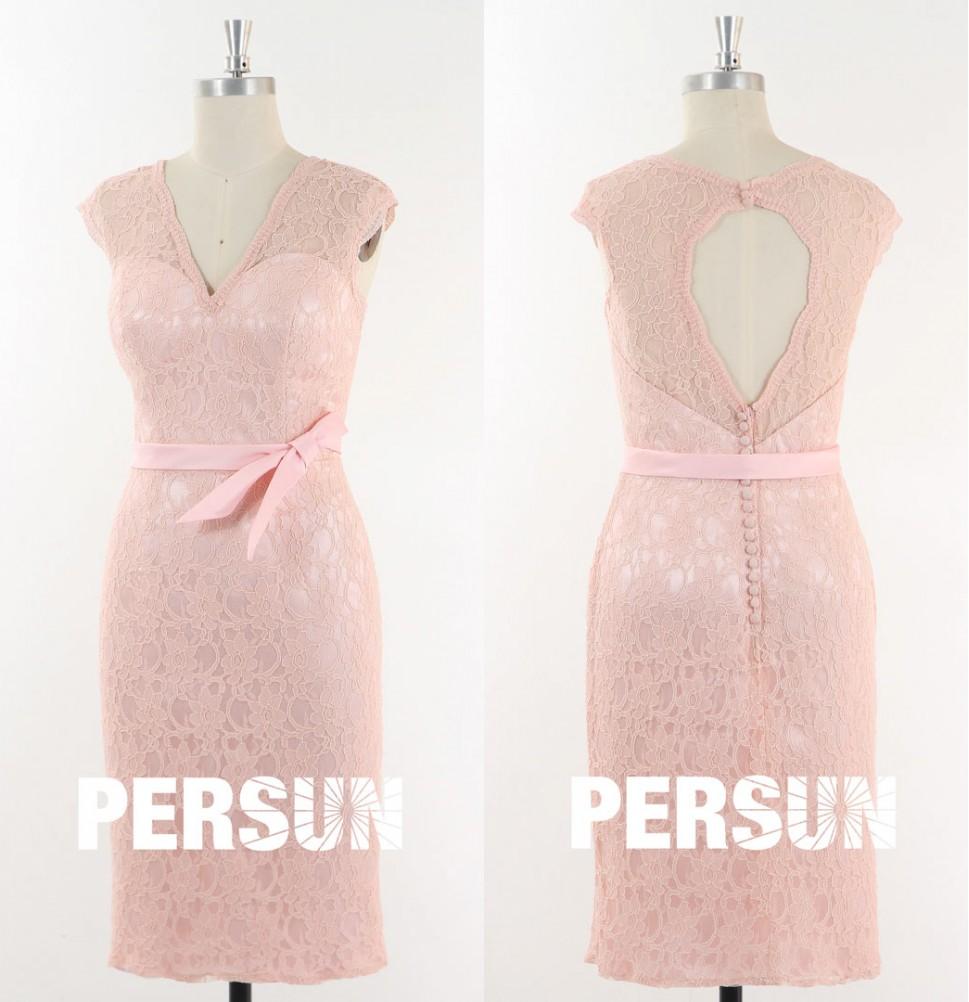 robe de mariée courte moulante rose poudré en dentelle dos découpé