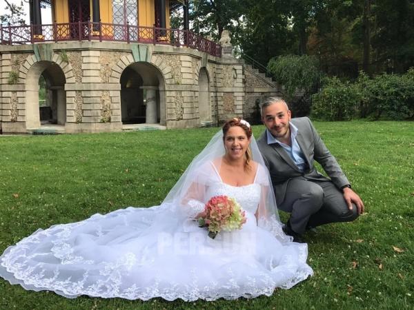 robe de mariée empire en dentelle appliquée à amncherons
