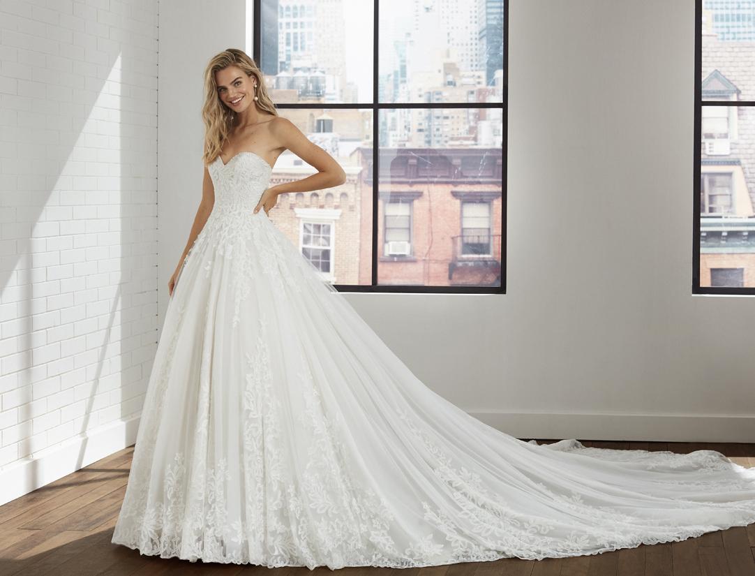 robe mariée princesse bustier princesse appliquée de dentelle