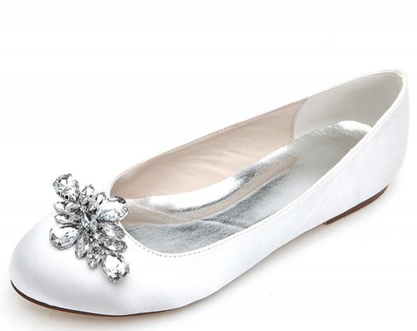 ballerine blanc embelli de strass