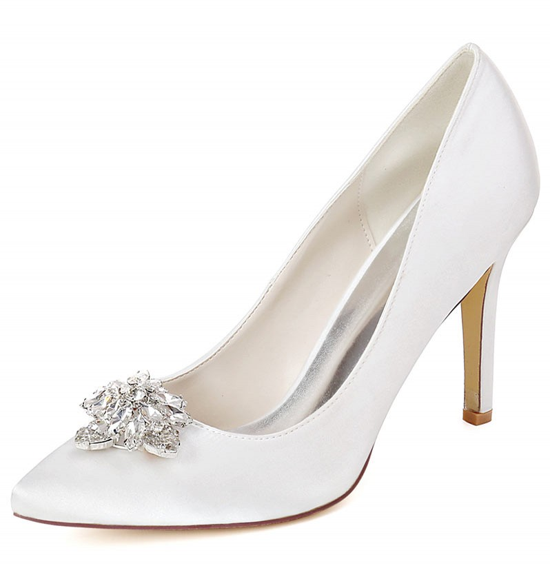 escarpin de mariée blanc talon haut embelli de strass