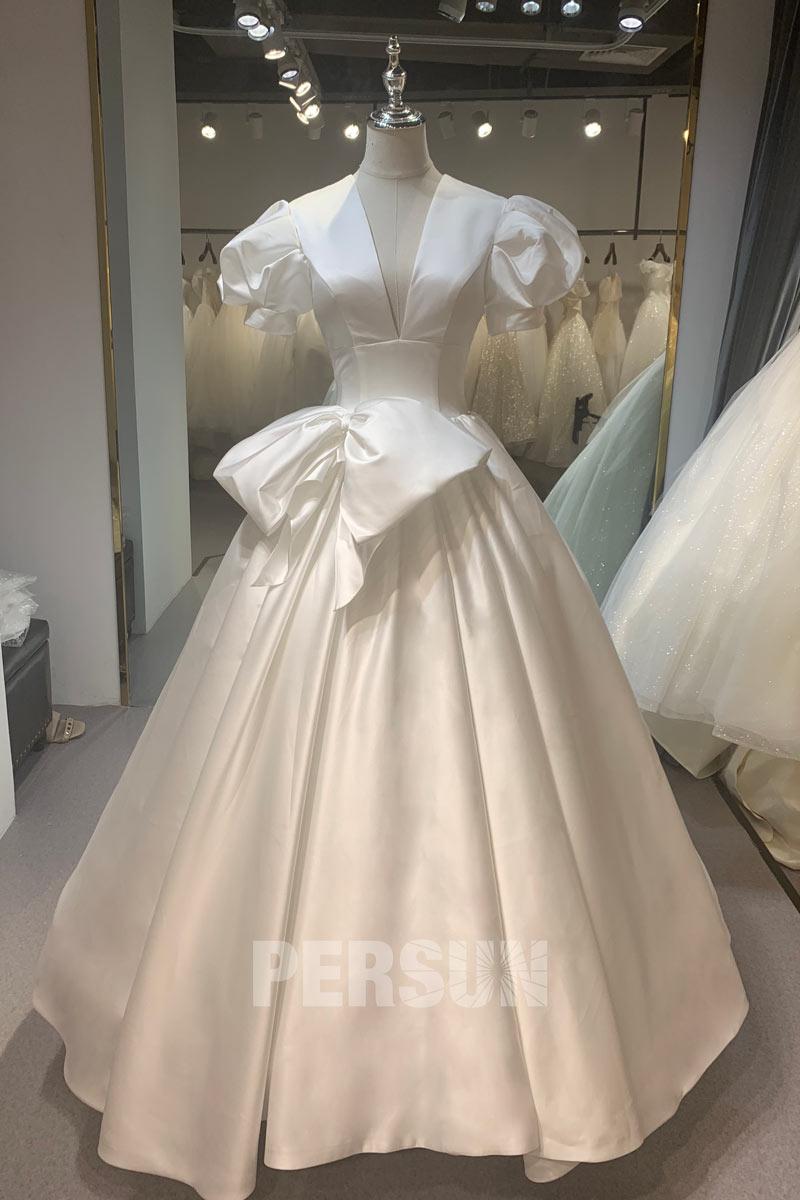 robe de mariée princesse décolleté plongeant à manche bouffante embelli de noeud papillon